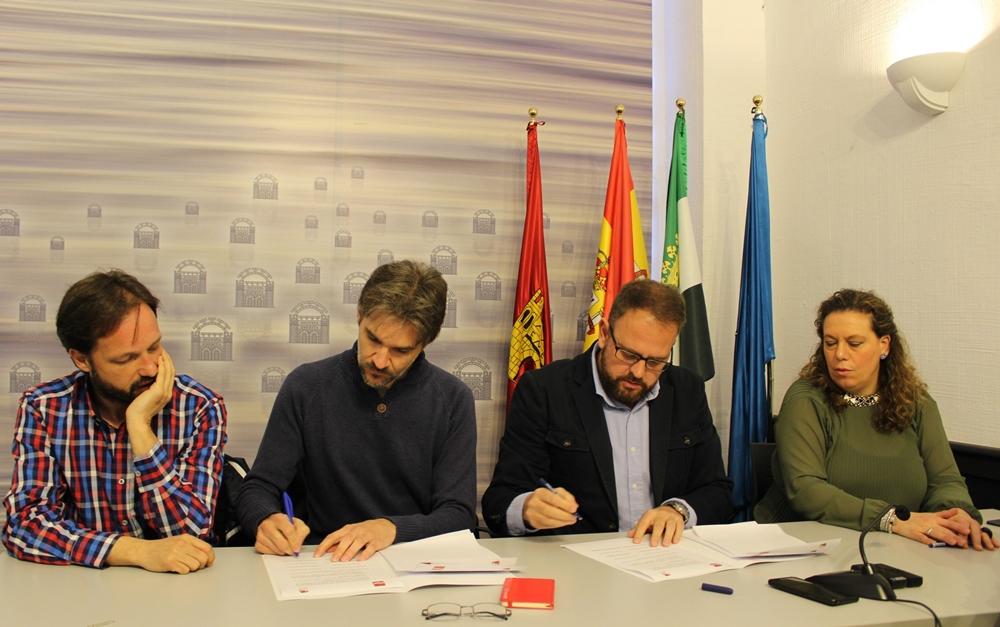 IU y PSOE suscriben un acuerdo para aprobar el presupuesto de Mérida para 2018