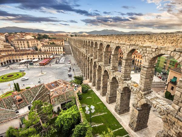 La Asociación de Amigos de la Biblioteca Municipal organiza un viaje literario a Segovia