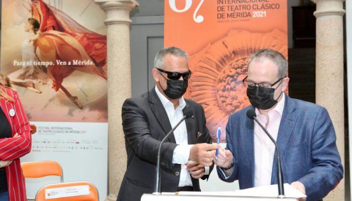 El Festival de Mérida potencia la inclusión cultural de las personas ciegas con el cortometraje 'Si Talía fuera ciega' y la obra 'El coro' en Regina