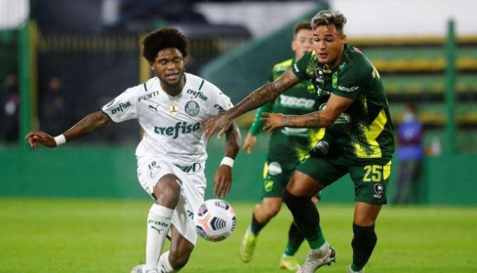 Palmeiras Defensa, PALMEIRAS GANA Y ESTÁ  LÍDER EN SU GRUPO