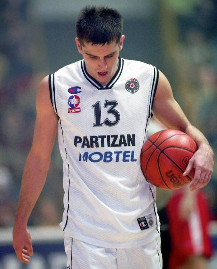 Partizan – Asvel, Evroliga 2002/03: Čanak na parketu, šou Vujanića i spektakl u Vilerbanu
