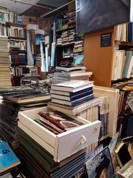 Libreria Acqua Alta - Venezia.jpg