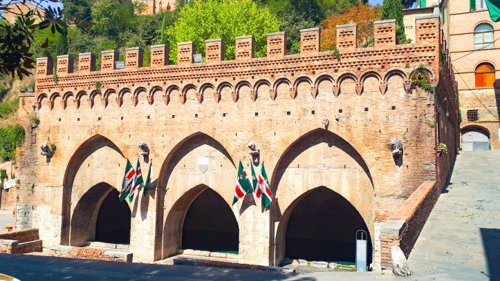 Fontebranda Siena.jpg