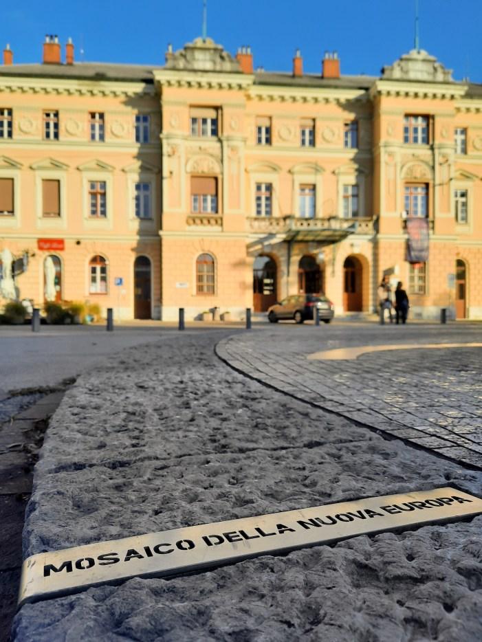 Piazza-della-Transalpina-Gorizia-mosaico