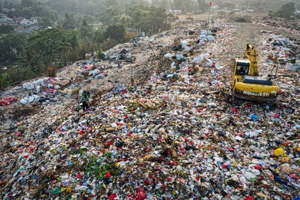 Landfill and machine