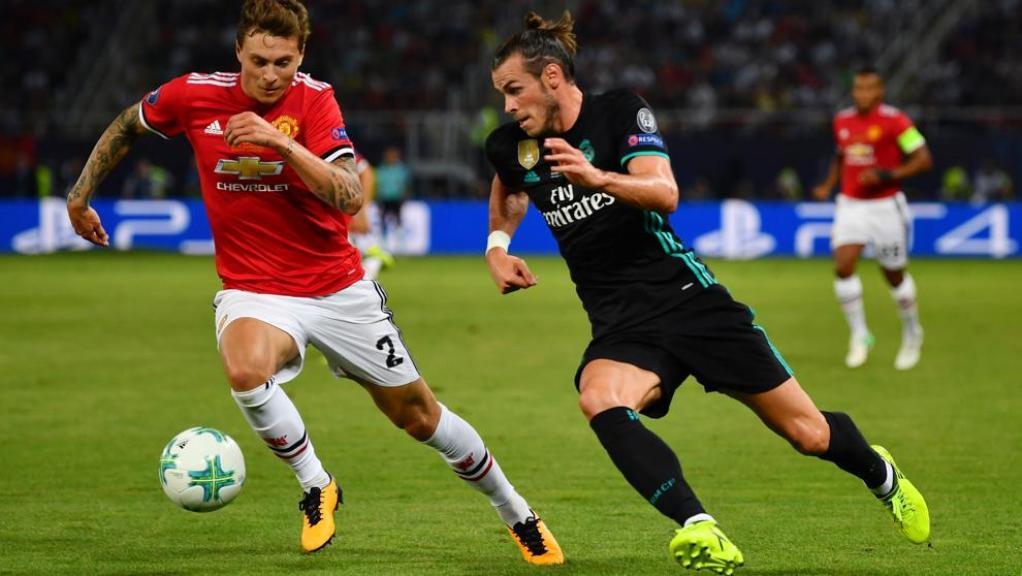 Gareth Bale disputando un balón | Real Madrid 2-1 Manchester United