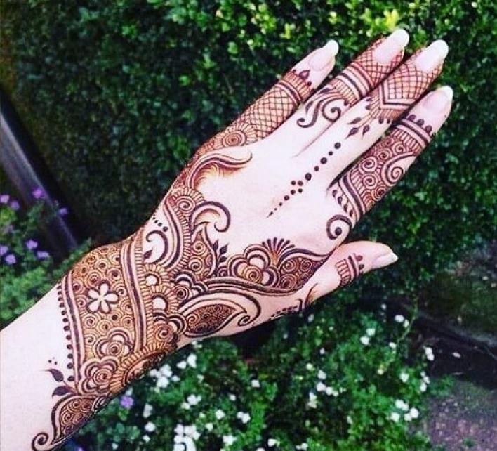 97 Stylish-Back-hand-Arabic-Mehndi-design