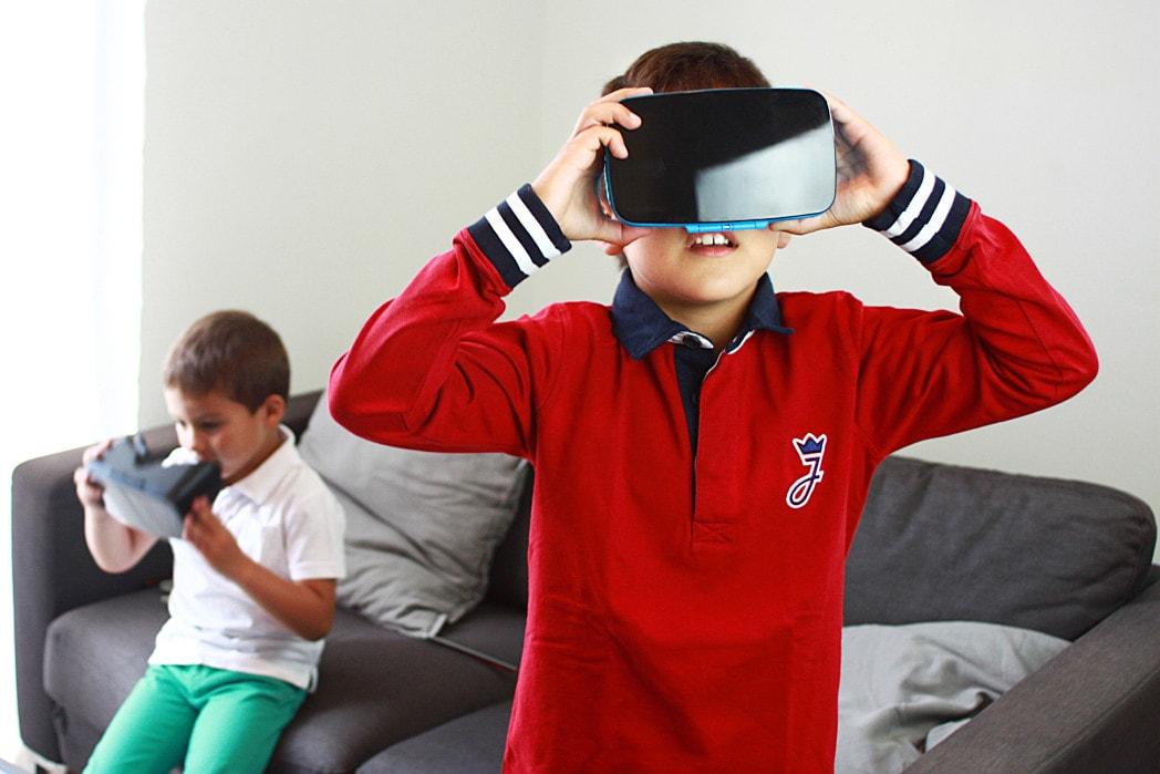 Homido GRAB VR Headset lifestyle shot