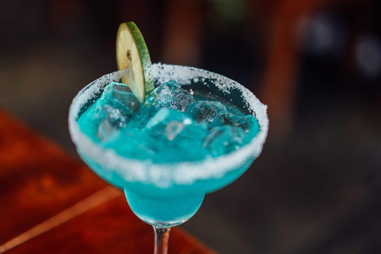 Blue Moon & Stars Margarita Recipe via @mermaidsandmojitos