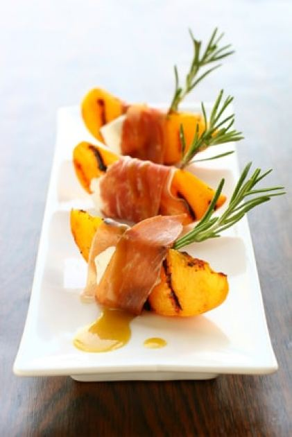 appetizer with grilled peach, Prosciutto and goat cheese
