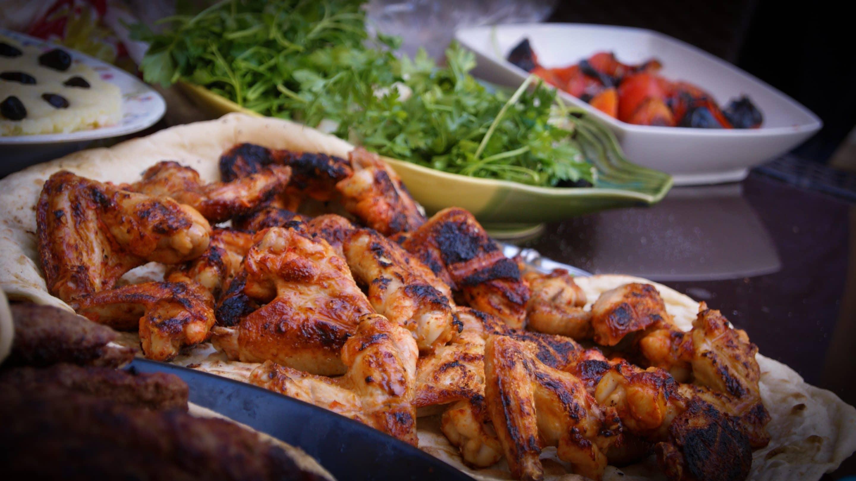 Simple and Easy Grilled Chicken Wings via @mermaidsandmojitos