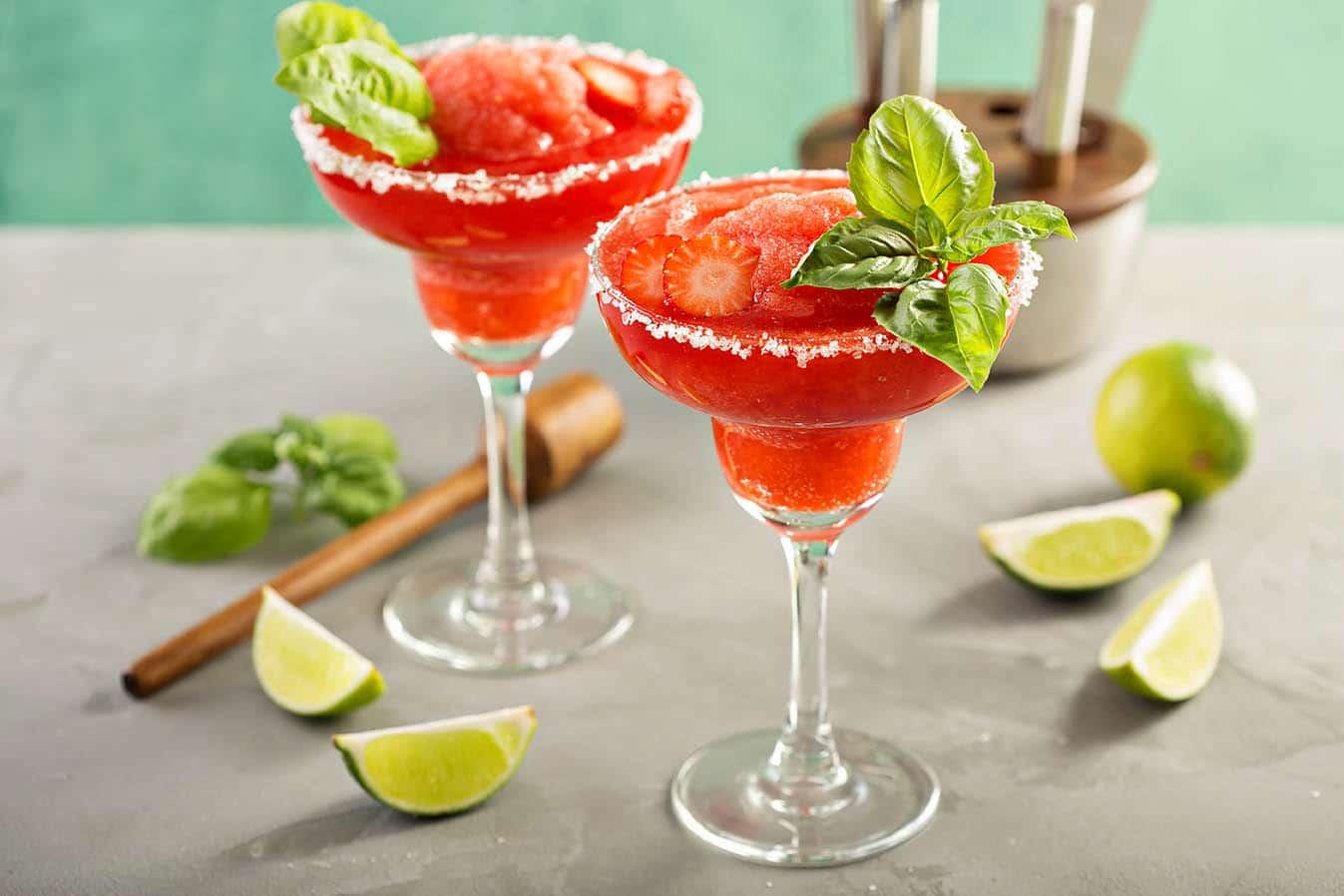 The Perfect Strawberry Basil Margarita Recipe via @mermaidsandmojitos