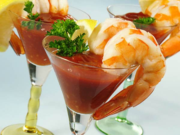 Grilled Shrimp with Bloody Mary Cocktail Sauce via @mermaidsandmojitos