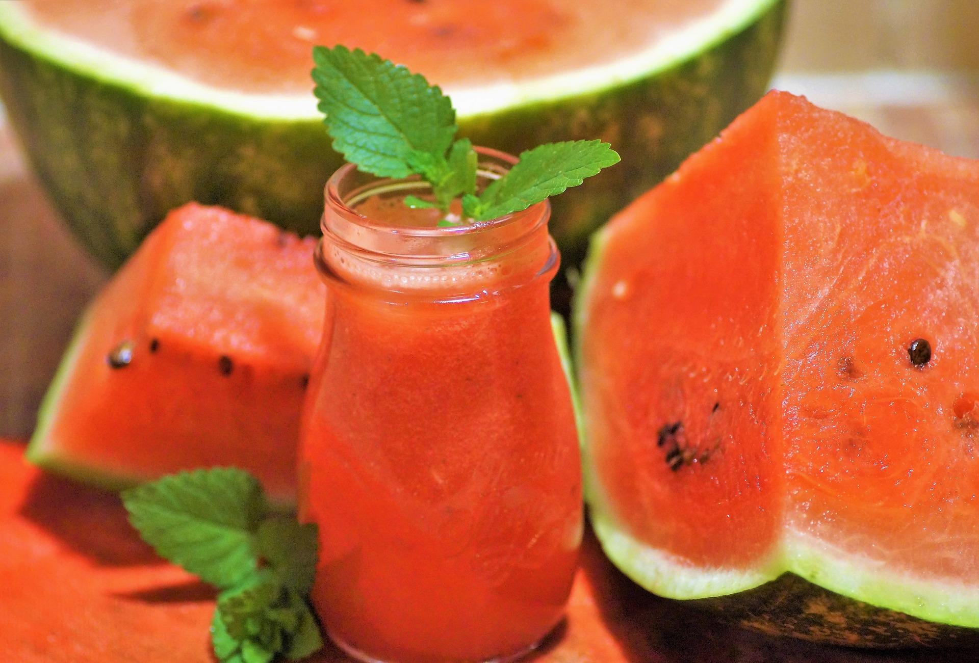 Easy Watermelon Mint Lemonade via @mermaidsandmojitos