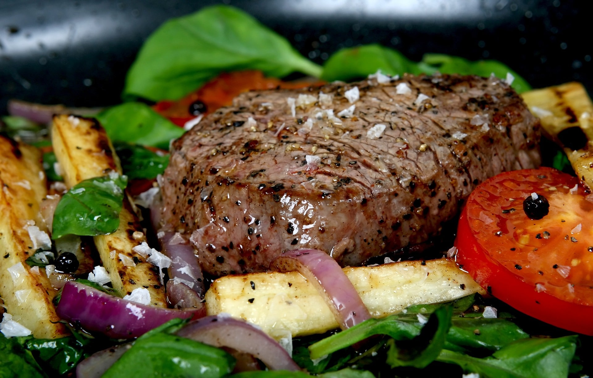 Whole Grilled Beef Tenderloin with Roast Garlic Blue Cheese via @mermaidsandmojitos