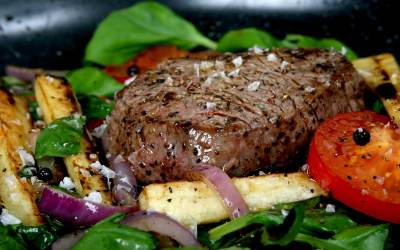Filet Mignon with Garlic and Blue Cheese