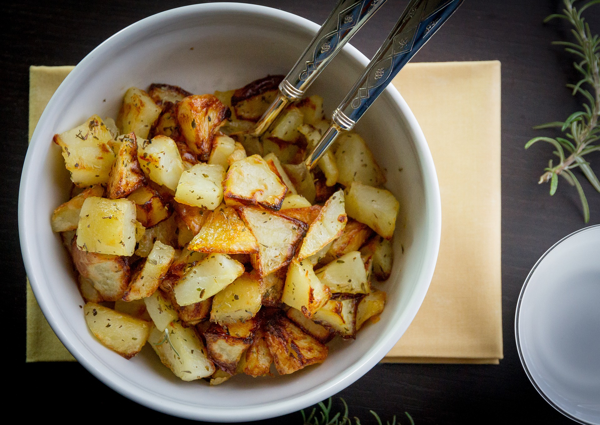 Quick Simple Roasted Potatoes via @mermaidsandmojitos