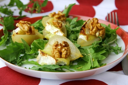 Pear & Blue Cheese Green Salad via @mermaidsandmojitos