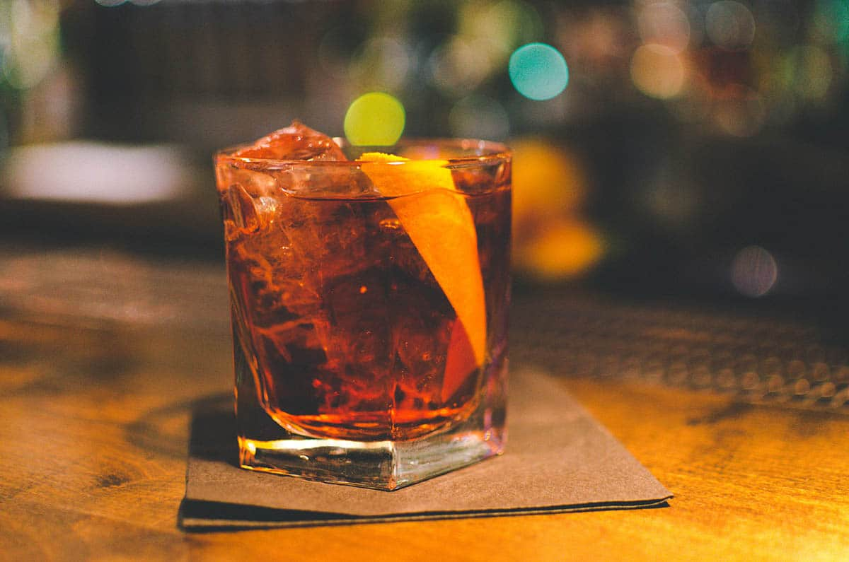 How to Make The Perfect Old Fashioned Cocktail via @mermaidsandmojitos