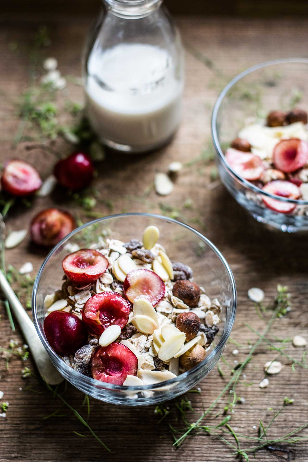 Homemade Keto Friendly Granola | Coconut Tart Cherry via @mermaidsandmojitos