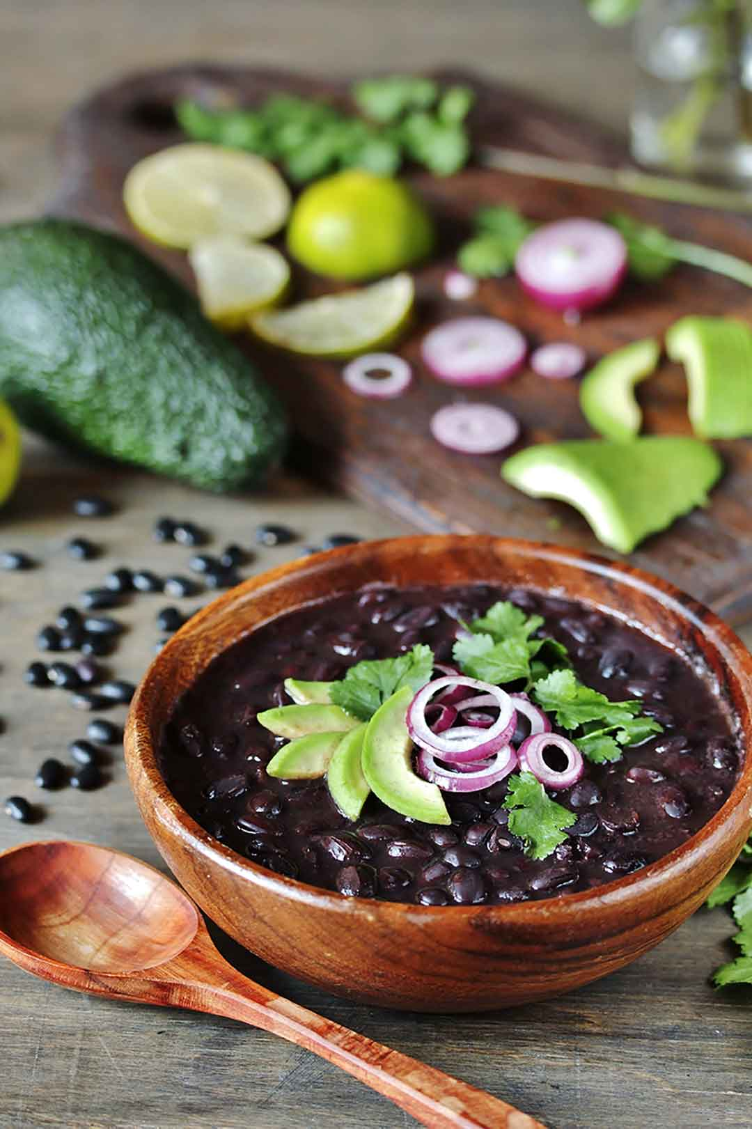Fast and Easy Black Bean Chili via @mermaidsandmojitos