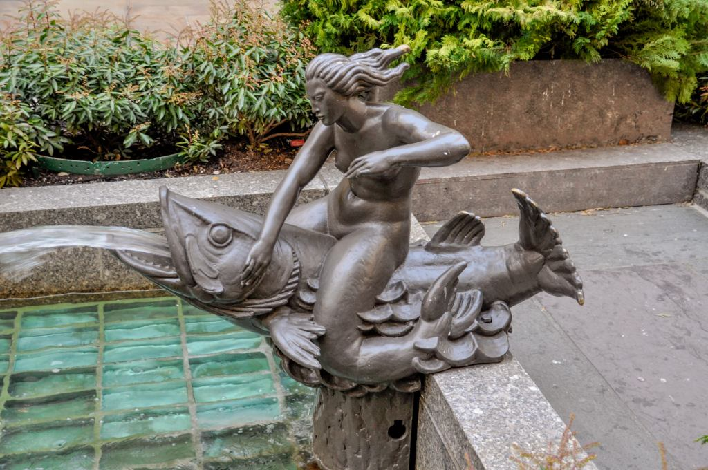 "The mermaid sculpture ""Will"""