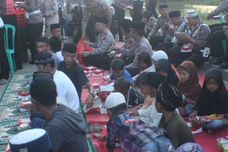 Jajaran Sat Lantas Polres Pinrang Buka Bersama Warga Paleteang