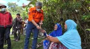 Bupati dan Wakil Bupati Bagikan Voucher Gratis di Desa Kariango