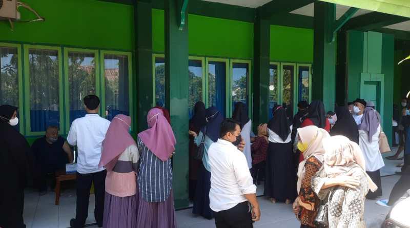 Gara-gara Informasi Vaksin, Warga Serbu Kemenag Pinrang