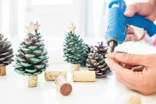 pine cone Christmas tree DIY tutorial