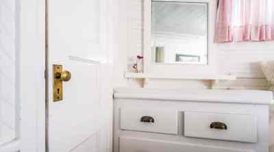 airbnb-cute-bathroom