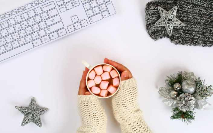 typist-keyboard-holiday
