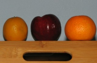 apple and oranges without extra flashlight to compensate for shadow