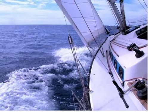 voiles d'un voilier au près