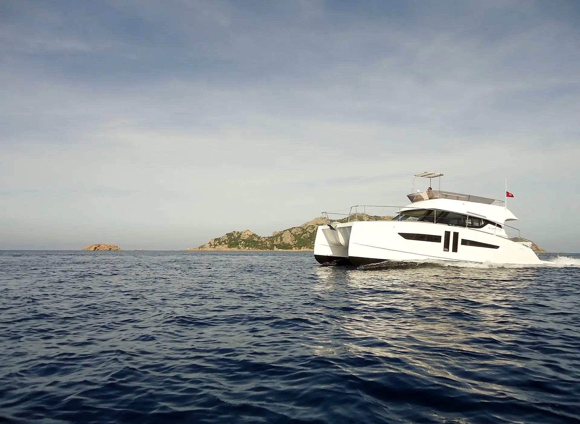 catamaran aventura 10