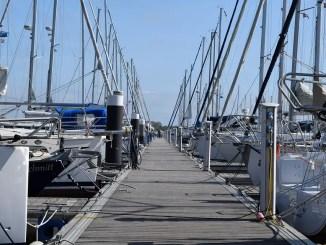 etais de voiliers au ponton