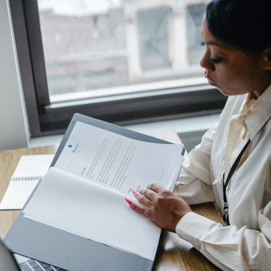 expert medical witness reviewing case documents using reasonable person standard