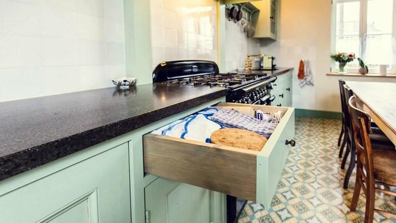 Houten keuken Hamme lade pannenlappen