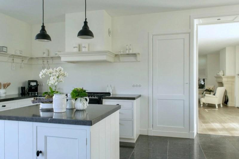 Nostalgische keuken Waddinxveen bloemen woonkamer wit