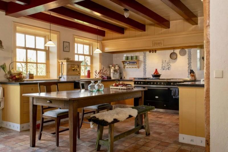 Keuken op maat Hooge Zwaluwe bankje tafel