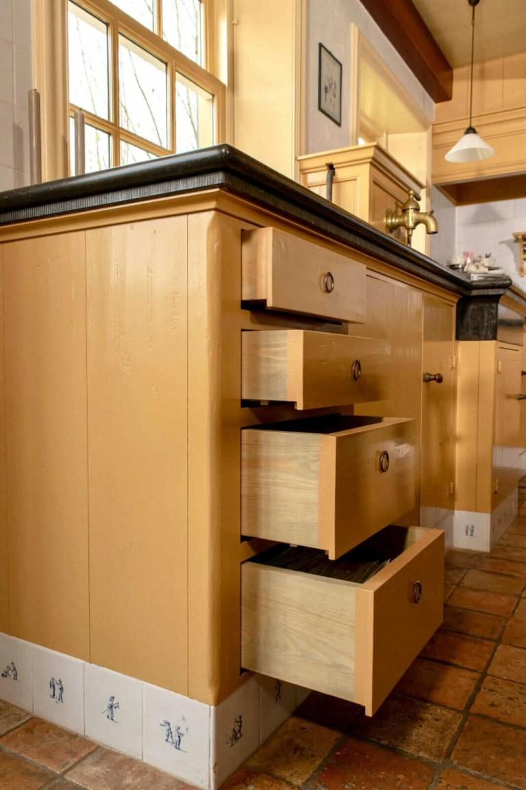 Oudhollandse keuken Hooge Zwaluwe laden openstaand