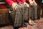"""""""Jarik"""", the traditional clothing worn like a skirt, for men and women."""