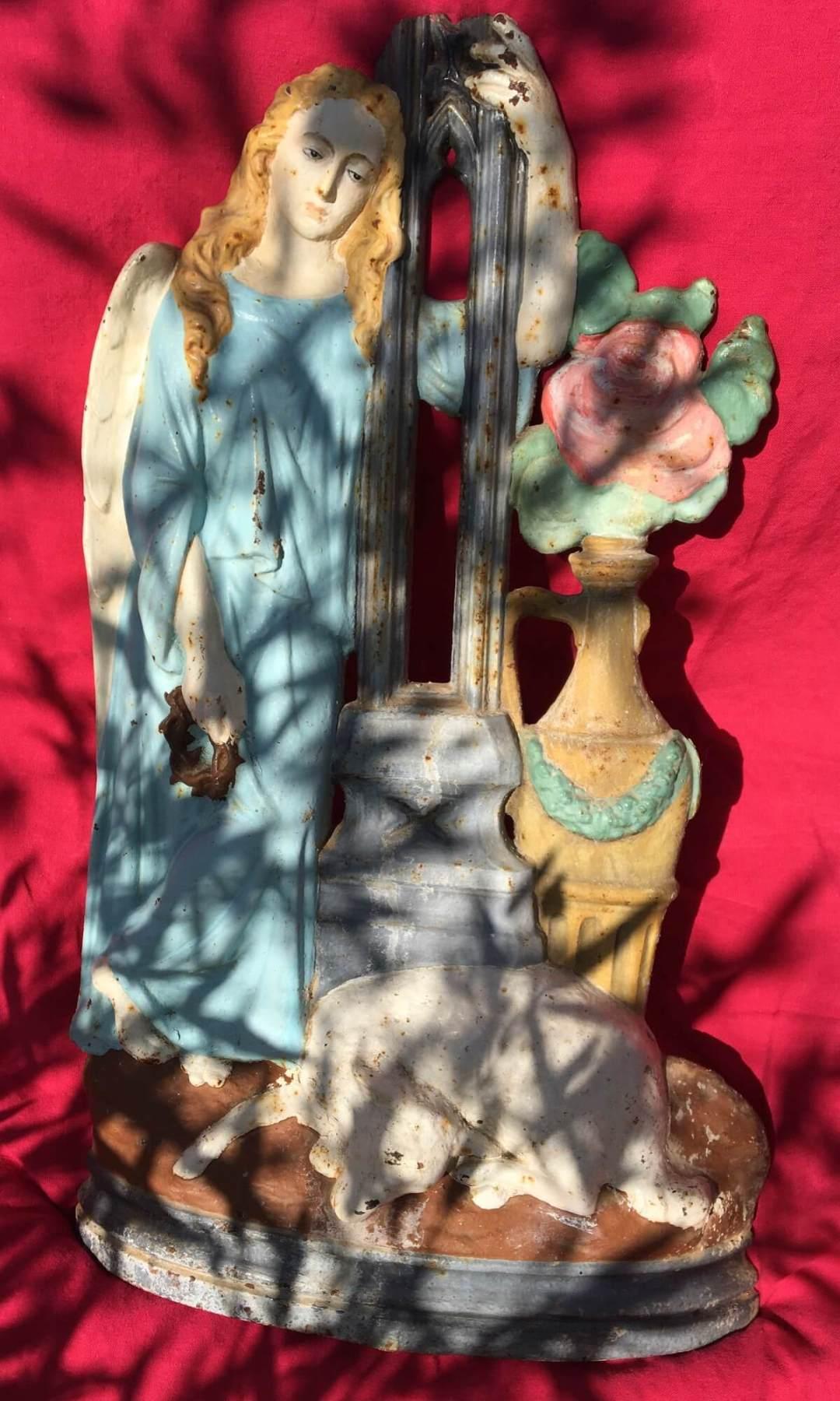 Ange à la rose fonte XIX chapelle