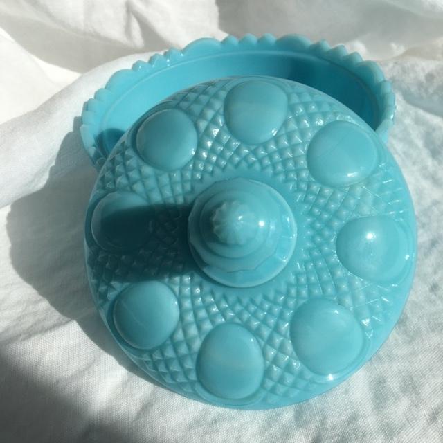 petite-bonbonnière-bleu-verre-opaline-opaque
