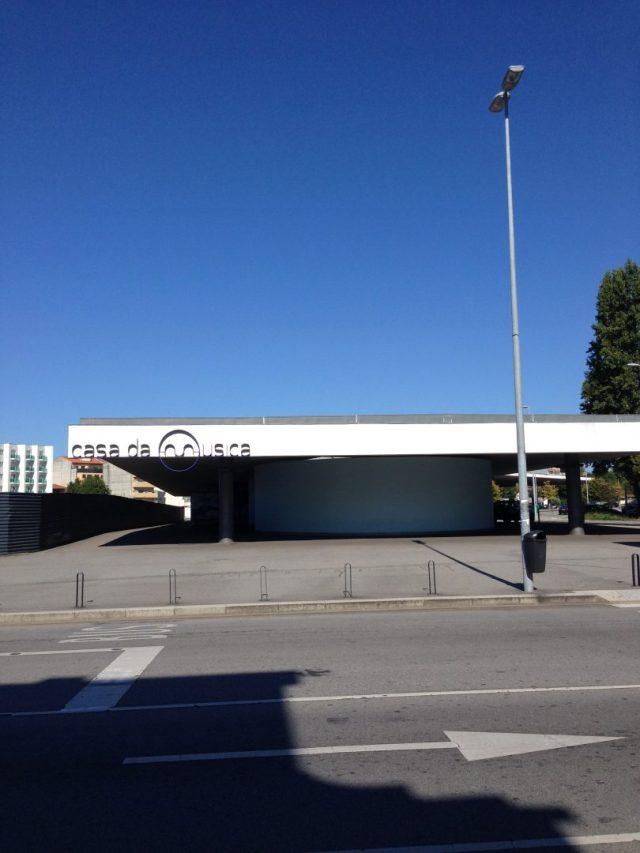 13. Estación de tren Casa Da Musica.