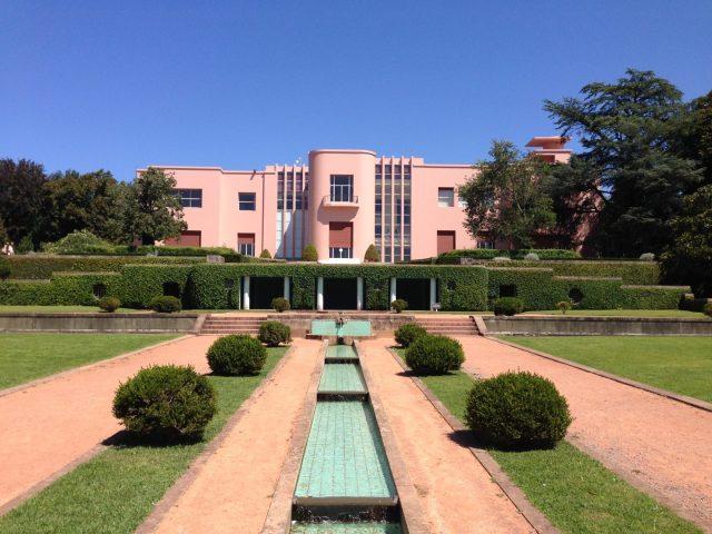 10. Casa Serralves con los jardines de estilo Art Decó.