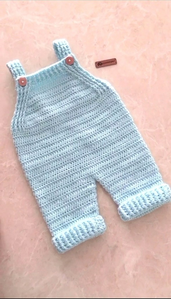salopette au crochet pour bébé