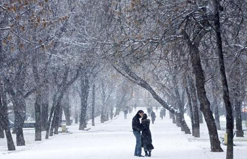 snow-kiss_1118475i