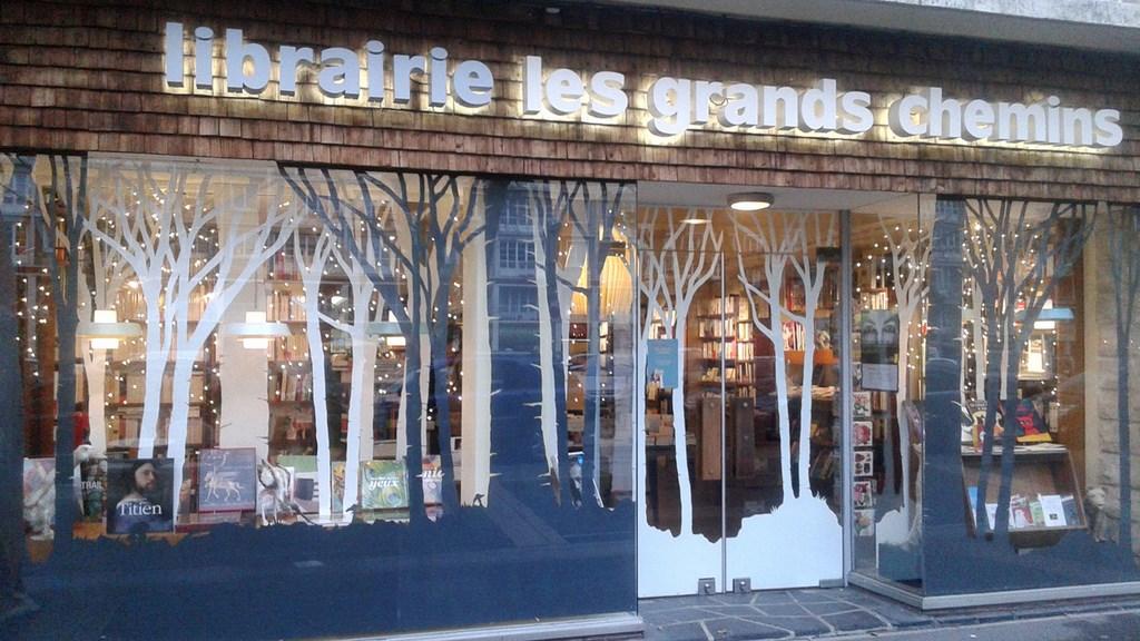 Séance de dédicace à la librairie de Lisieux.