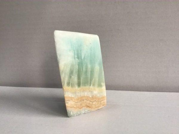 Forme libre decorative ou pour lithotherapie en calcite bleu carraibes